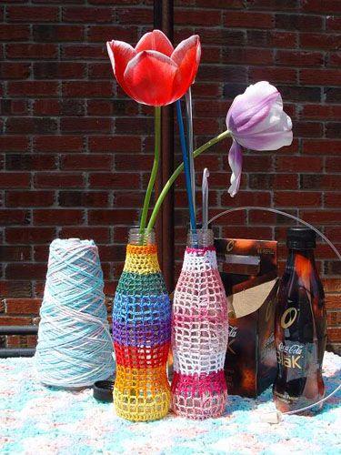 Вязанная сетка на вазах Фото