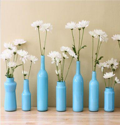 Крашеные вазы из стеклянных бутылок Фото