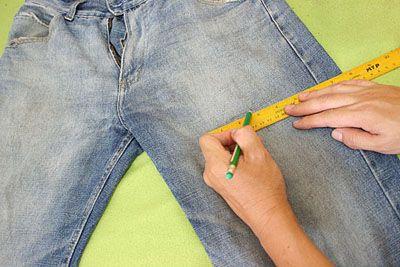 Делаем метки карандашом на месте будущих разрезов фото