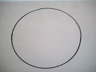 На листе бумаги рисуем круг фото