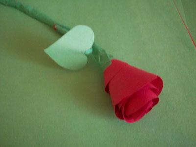 готовая роза из бумаги фото