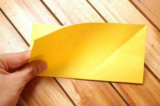 Сворачиваем листок бумаги пополам фото