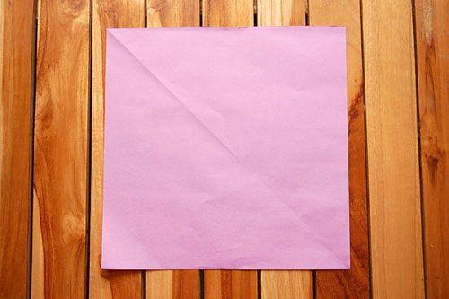 Берём квадратный лист бумаги Фото