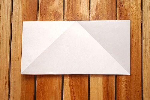 Сложите лист вдвое Фото