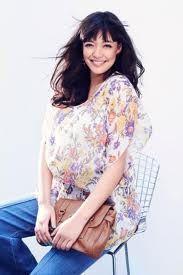 Цветочный мотив на блузке Фото