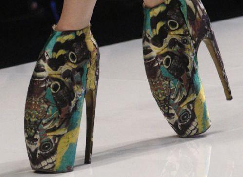 Причудливые каблуки Фото