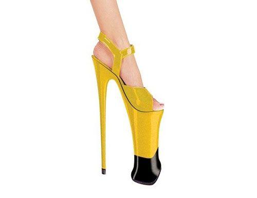 Жёлтые туфли на огромных каблуках Фото