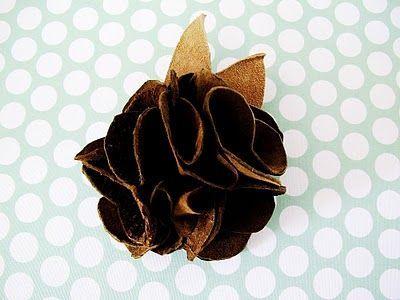 Готовый цветок из кожи для сумки Фото