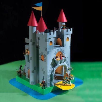 Картонный замок Фото