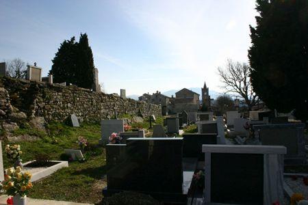 Кладбище города Хум фото