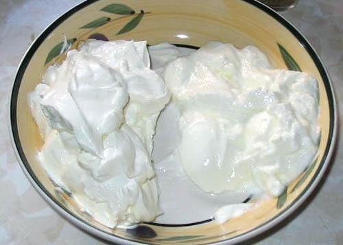 смешиваем сметану и йогурт фото