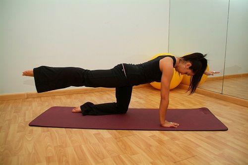 упражнение на подъем руки и ноги фото