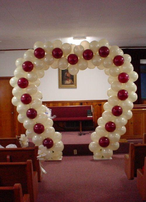 арка из воздушных шаров в форме сердца фото