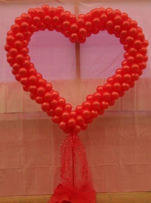украшение из шаров в форме сердца фото