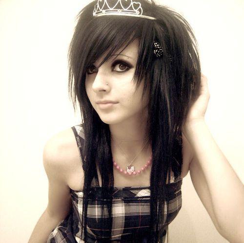 стрижка эмо на черные волосы фото