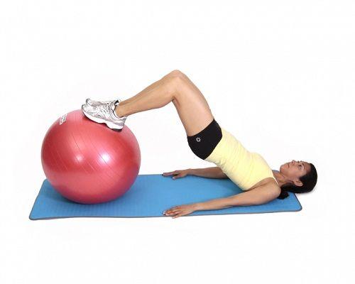 упражнения на фитболе для спины фото