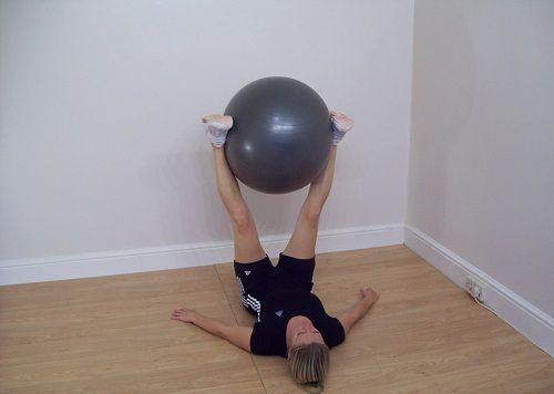 упражнения для уменьшения бедер фото