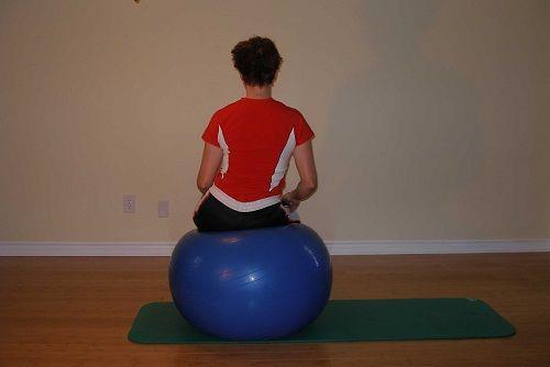 упражнение катание на мяче фото
