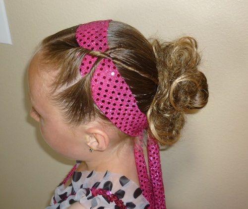 прическа с повязкой для девочек фото