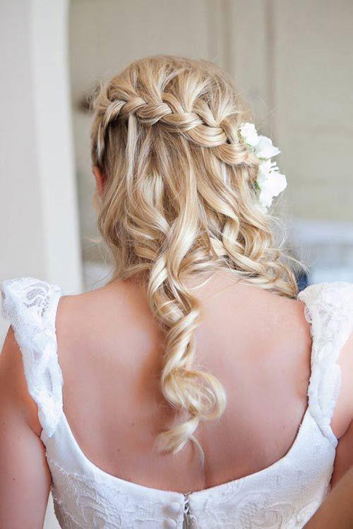 прическа на локоны с элеменатами кос на свадьбу фото