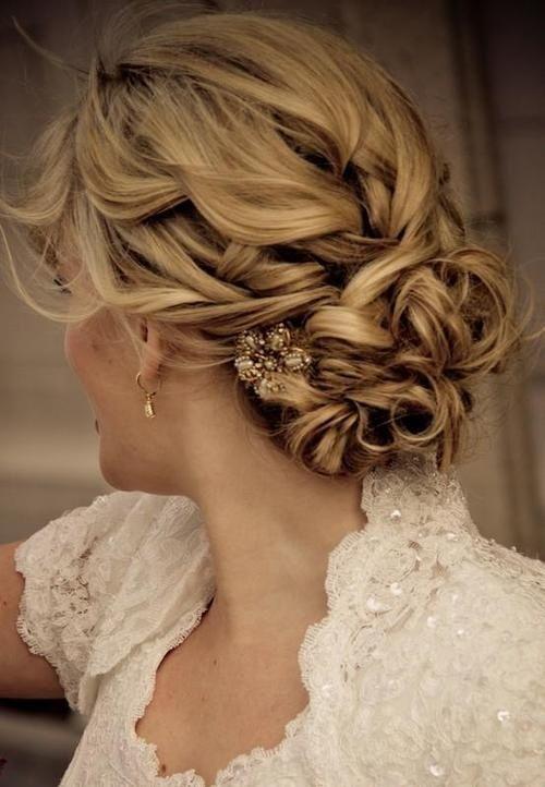 прическа с элементами кос на свадьбу фото