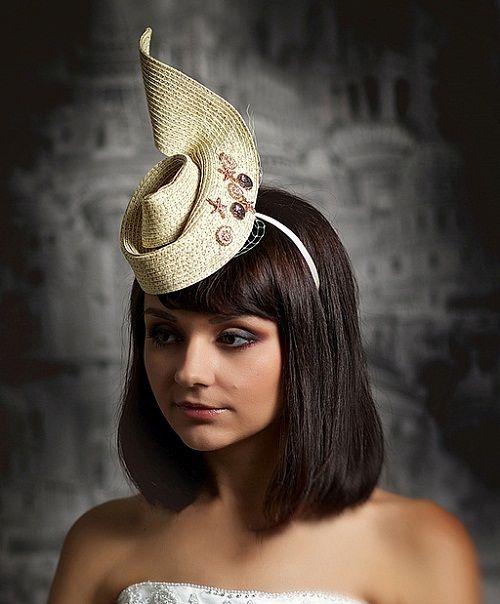 свадебная прическа со шляпкой фото