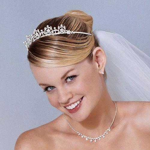 укладка волос с диадемой для свадьбы фото