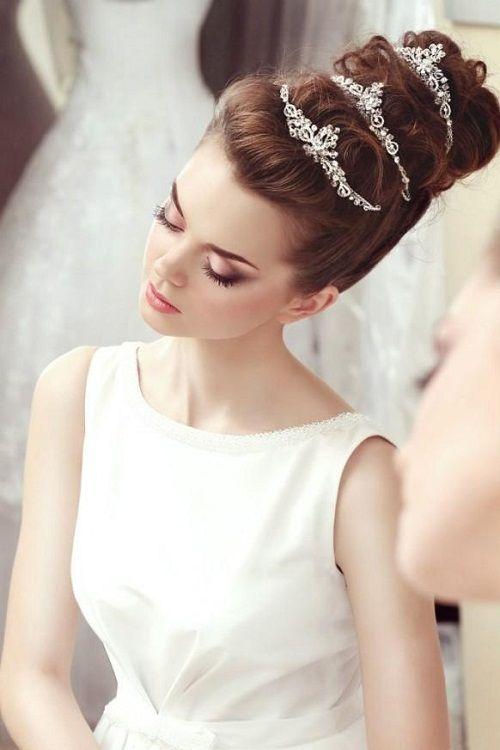 свадебная укладка с несколькими диадемами фото