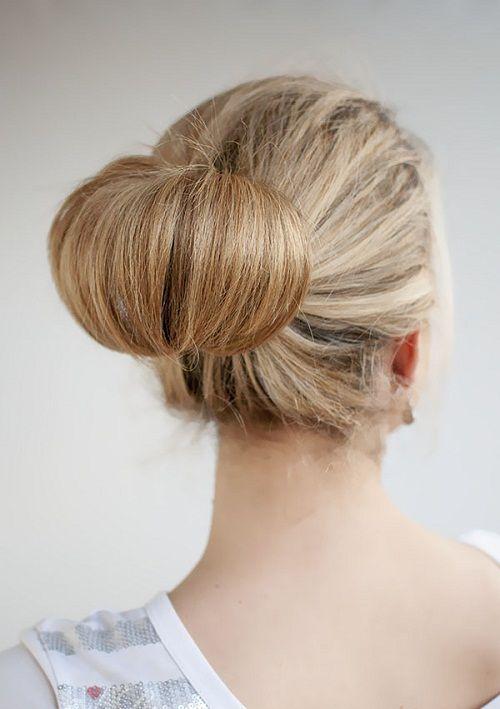 строгий пучок на длинные волосы фото