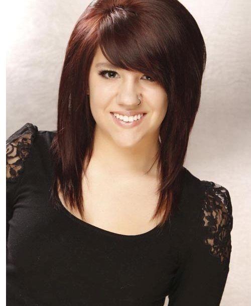 прическа на средние волосы с челкой набок фото