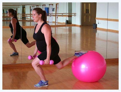 упражнение с утяжелителями на фитболе фото