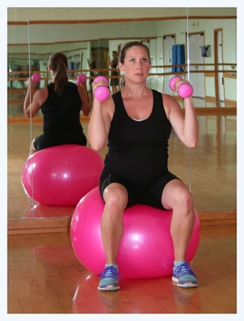 упражнения для рук на фитболе фото