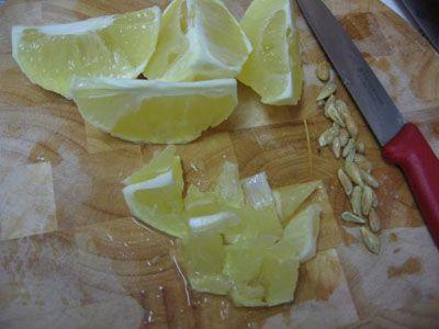 резка лимонов на меленькие дольки