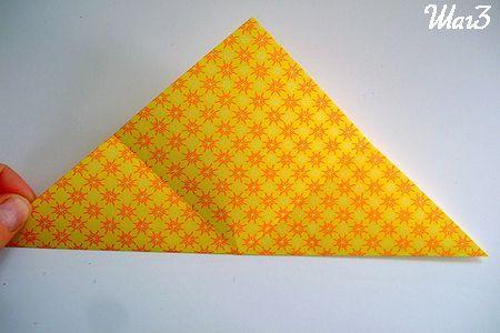 Сгибаем квадрат из бумаги в треугольник фото