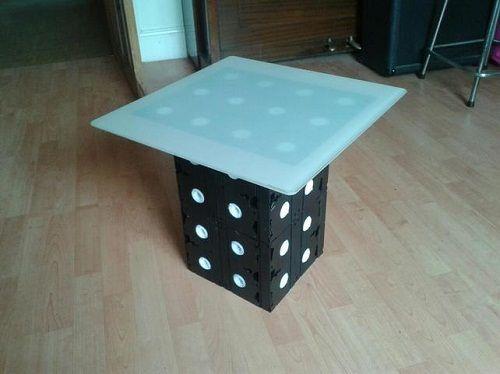 небольшой столик из видокассет фото